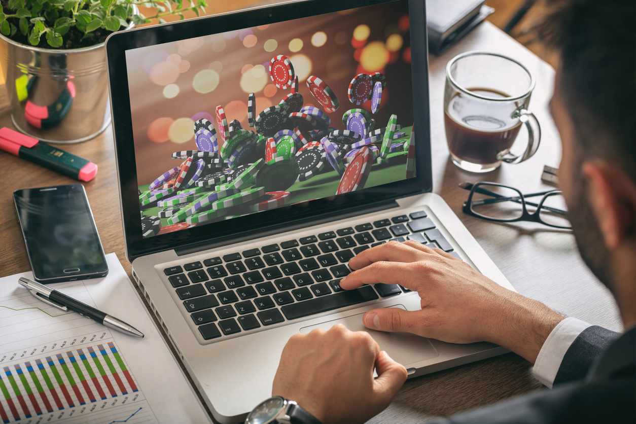 PLAY YOUR FAVORITE GAME ONLINE FROM ANYWHERE